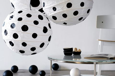20 id es pour relooker des boules de papier chinoises ou japonaises lanternes en papier. Black Bedroom Furniture Sets. Home Design Ideas