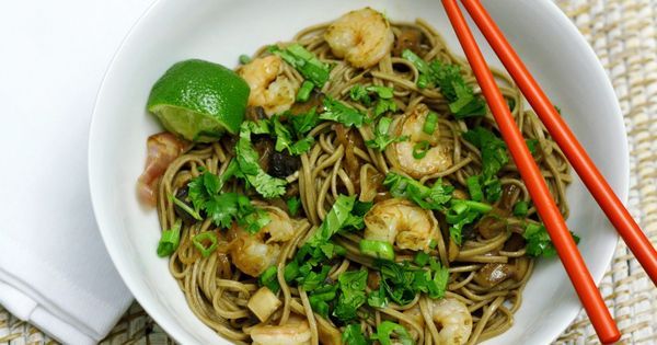 Quick and easy recipe for garlic soba noodles with shrimp | See