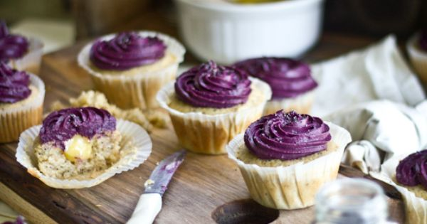 Recipe: Lemon Poppy Seed Cupcakes with Lemon Curd Filling & Blueberry Cream