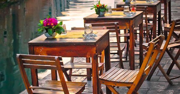 #bythecanal neilcherry art photography bistro cafe venice italy travel destination [[bcbg]]