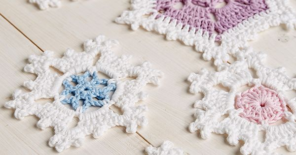 Free Crochet Pattern For Snowflake Table Runner : Snowflake table runner crochet pattern -::- Crochet ...