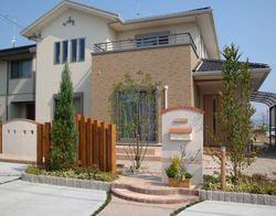 上品な外構デザイン 住宅 外観 家の玄関 エクステリア