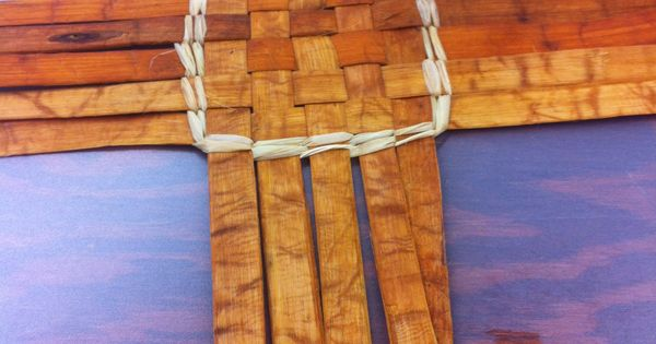 How To Weave A Cedar Basket : Weaving a cedar basket baskets instructions