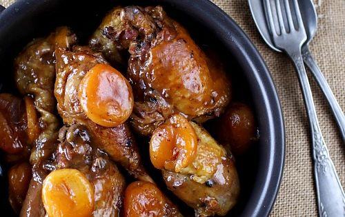 Poulet mijoté au miel, pain dépices et abricots secs - 4 cuisses