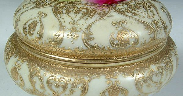 A Nippon Covered Powder Box With Gilt Gilded Floral
