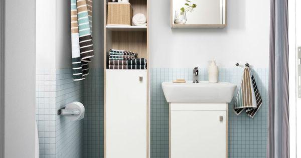 Petite salle de bains avec carrelage bleu clair armoire blanche miroir et m - Salle de bain blanche et bleu ...