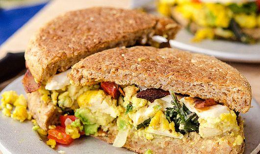 Tofu Scramble Breakfast Sandwiches | レシピ | レシピ、豆腐の ...