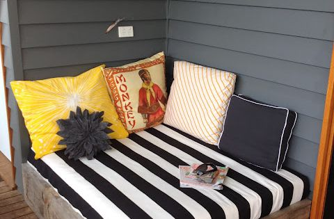 apprentice extrovert: DIY Outdoor Day Bed - GREAT idea for beach deck