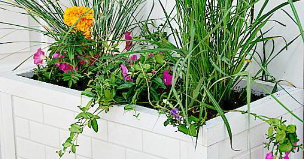 #LowesCreator — Make a DIY Outdoor Privacy Screen and Subway Tile Planter