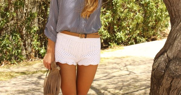 scalloped white shorts styling, pink shoes