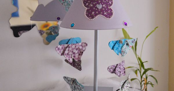 lampe de chevet violet cascade de papillon pour enfant papillons origami luminaires par. Black Bedroom Furniture Sets. Home Design Ideas