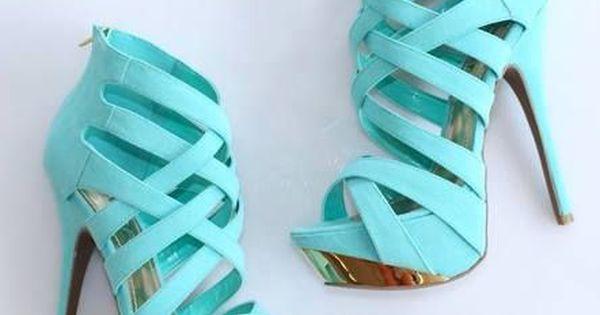 Me fascinan los tacones. El color de tacones es turquesa. Me encantan estos tacones mA?s bonita que esos tacones.