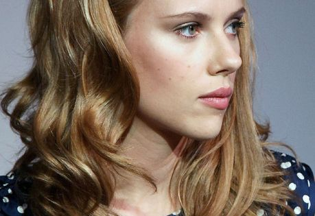 Scarlett Johansson Bouffant - Cute way to wear a headband