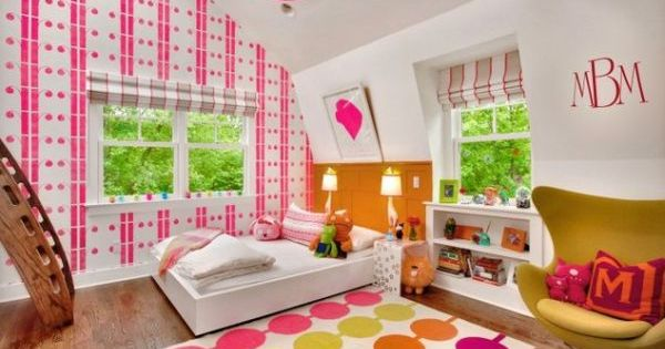 kinderzimmer mit dachschr ge einrichten m dchen rosa bunt tapeten sch ne m bel pinterest. Black Bedroom Furniture Sets. Home Design Ideas