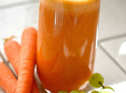 Vibrant 50/50 Juice: Recovery power juice of carrots, tangerines, apple, grapes &