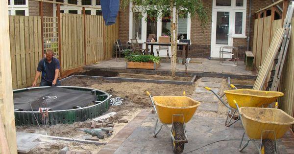 Een trampoline die wordt ingegraven met een etan inbouwkit 3 ingegraven trampolines - Hek begroeide ...