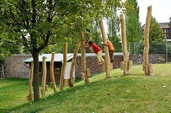 Stelzenweg Im Kindergarten Kinder Spielplatz Garten Kinderspielplatz Garten Naturspielplatz