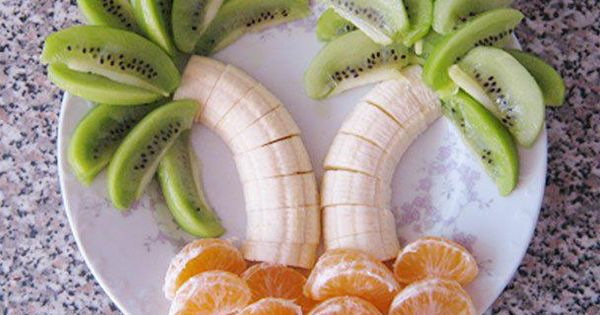 kiwi ~ banana & clementine 'palm trees' ~ fun snacks ~ fun