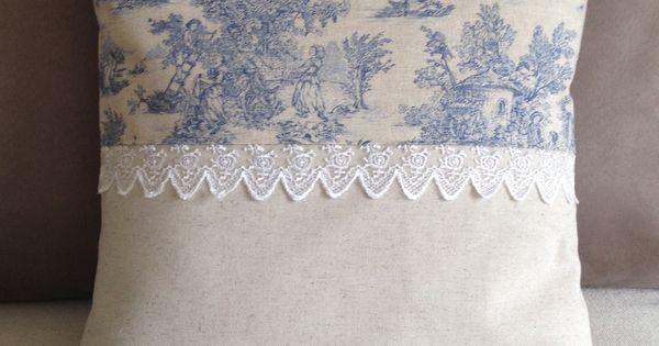 Housse de coussin shabby chic en toile de jouy et dentelle n 1 textiles et - Deco shabby en ligne ...