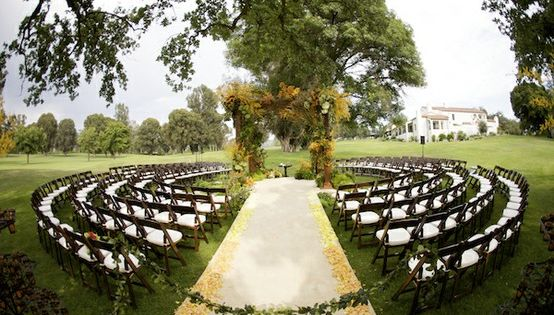 Circular wedding seating, so that everyone can see. Love this idea. It