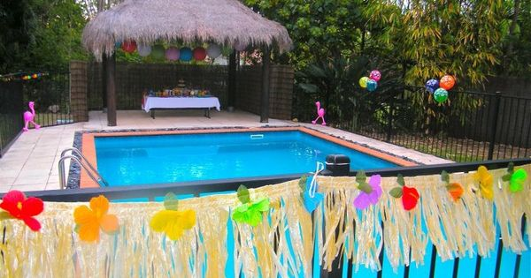 Hawaiian themed pool party with matching dessert buffet for Pool party dekoration