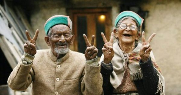 Happy old Couple So cool!   A well traveled woman, Happy people, Joy of life