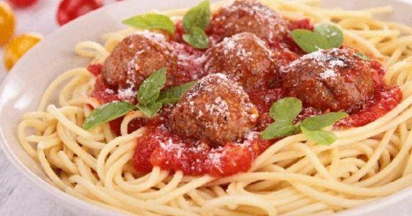 سباغيتي بكرات اللحم والصلصة الحمراء Recipe Italian Recipes Meatballs Recipes