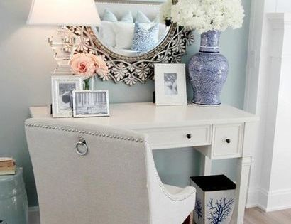 Little makeup nook, I need one in our master! I do have