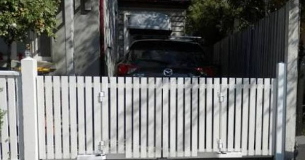 Queenslander Style Auto Power Front Gates Google Search Picket Gate Driveway Gate Automatic Gate