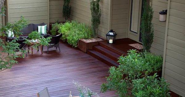 Terrasse idee hinterhof holz boden lounge essbereich for Garten boden idee