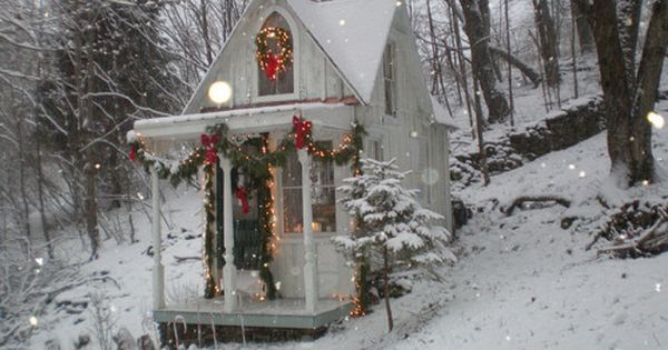 Cottage Christmas = man, I love this lil place.... seriously!