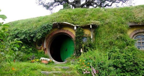 una casa de pelcula rodeada de verde el color de la esperanza un hogar que seguro os trae buenos recuerdos y alguna tmida sonrisa as que vamu