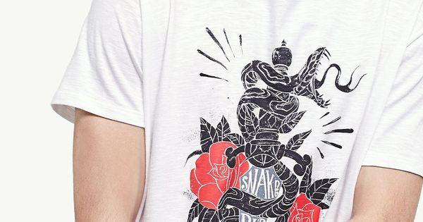 En Stradivarius encontrarás 1 Camiseta serpiente y espada