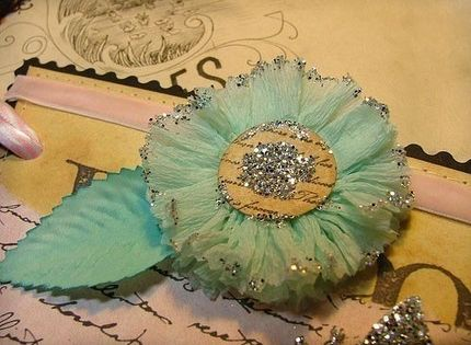 crepe paper flowers.... this would be super cute for scrapbooking (mom!)