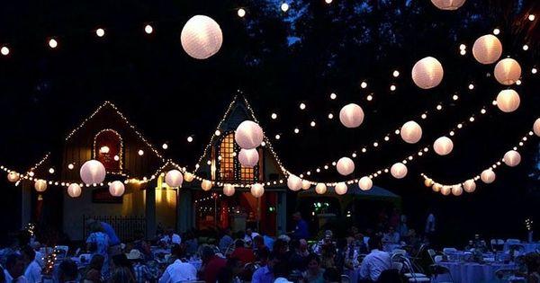 Verlichte slingers met witte nylon lampionnen leuk bij een tuinfeest of bruiloft nylon - Blauwe turquoise decoratie ...