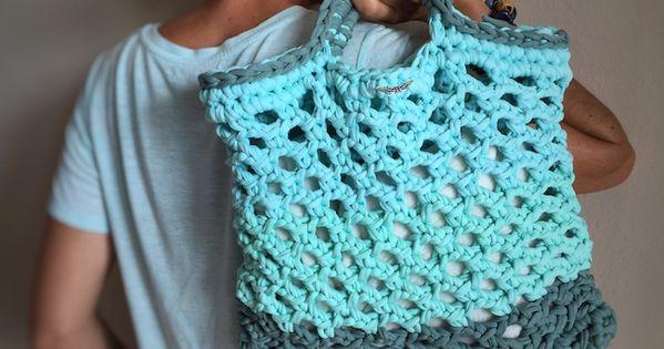 Bolso trapillo punto red t shirt crochet bag pinterest - Puntos crochet trapillo ...