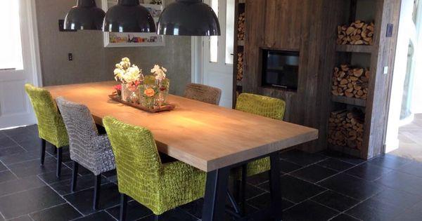 Industri le eiken tafel met stalen onderstel en houten achterwand kast voor de opslag van - Tafel eetkamer industriele ...