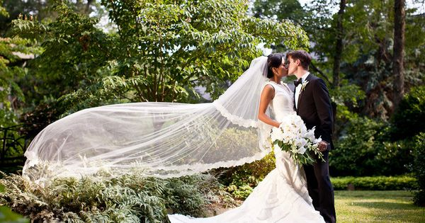 Wow! We may have a new favorite veil shot! Via Style Me
