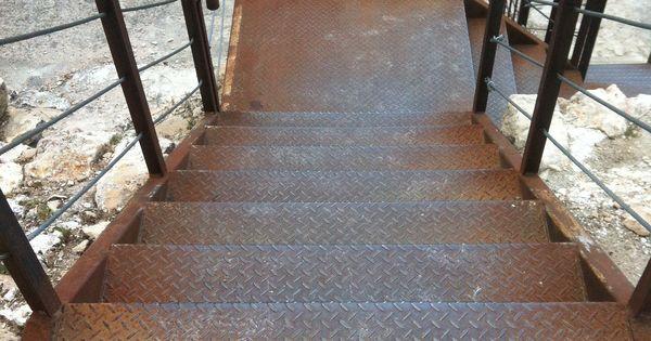 Escaleras de hierro y plataforma de chapa met lica - Escalera japonesa ...