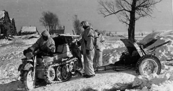 Image result for ww2 german kettenkrad in snow
