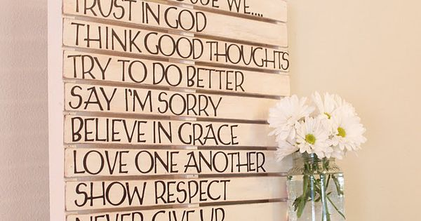 DIY Wood Pallet Wall | DIY Wall Art: Wooden Pallet Wall Decoration