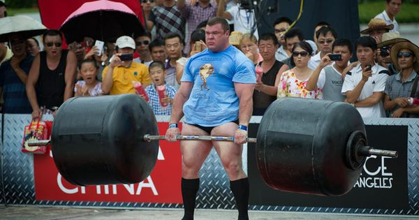 Vytautas lalas of lithuania competes at the deadlift for for Gimnasio fraile