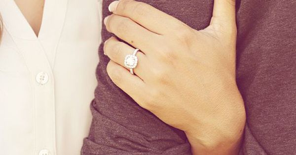 15 Most Creative Engagement Announcement Photos - Praise Wedding