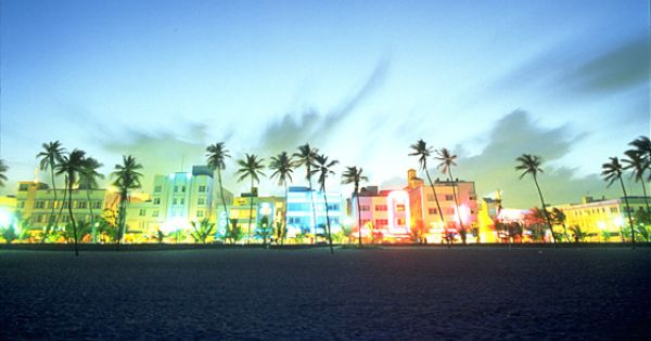 Travel To Ocean Drive Of South Beach Miami That Is The Ocean And Sand In The Front Best Hotels In Miami South Beach Miami Miami City