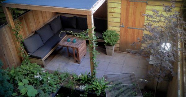 Bureau voor tuinarchitectuur boekel tuinen in amsterdam maakte het ontwerp voor deze kleine - Luifel ontwerp voor patio ...