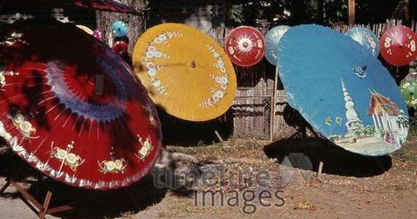 Bunte Papierregenschirme In Chiang Mai 1978 Czychowski Timeline Images 70er Chiangmai Thailand Bunt Papierregenschirm Fotog Sonnenschirm Bunt Farbenfroh