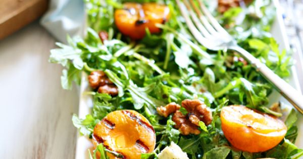 Grilled apricot, gorgonzola, and candied walnut arugula salad by Yummy Mummy Kitchen