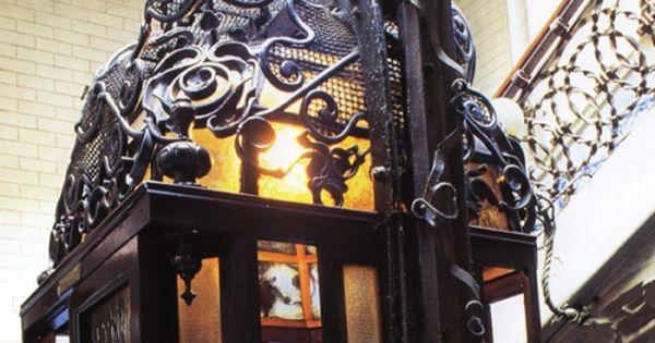 C pula del ascensor de hierro forjado casa calvet - Calle casp barcelona ...