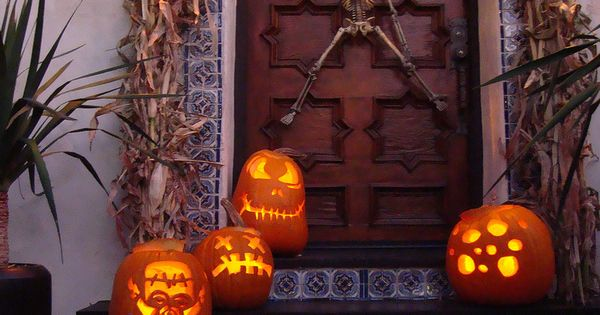 Halloween Door Decor - Love the door!