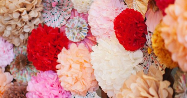 tissue pompoms for a photo booth backdrop. I would so do this